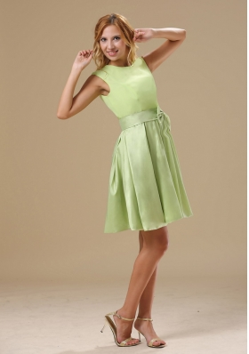 Yellow Green Knee-length Scoop Prom Homecoming Dress