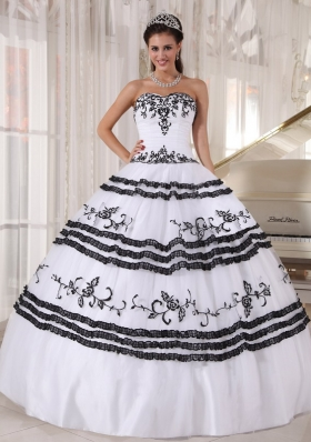 Quince Dress White and Black Sweetheart Embroidery