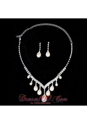 Big Drop Ivory Pearl Ladies Necklace and Earrings