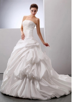 Wedding Gowns With Pick-ups Appliques Decorate Bust