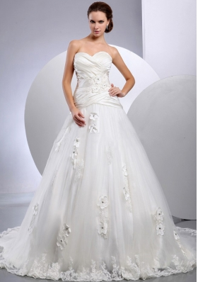 A-line Sweetheart Wedding Gowns With Appliques and Ruch