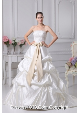 Appliques A-Line Court Train Strapless Ivory Wedding Dress