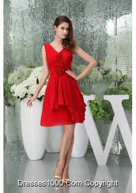 Knee-length V-neck Chiffon Red Prom Dress with Handmade Flower