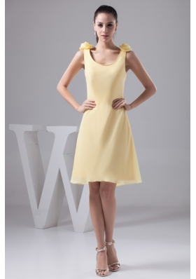 Scoop Neck Knee-length Column Yellow Prom Dress with Handmade Flower