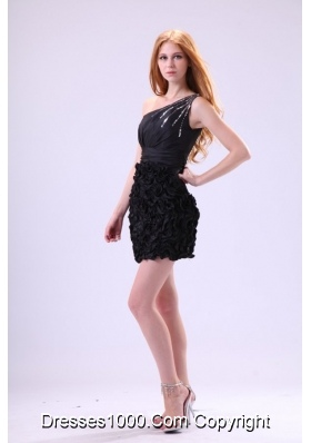 One Shoulder strap Black Short Prom Dress with Rolling Flower