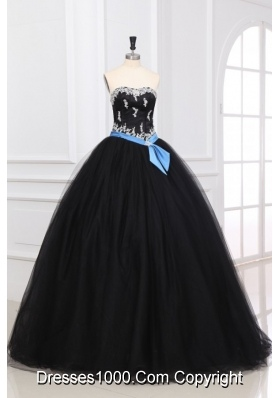 Black and White Appliques Decorate Organza Quinceanera Dress