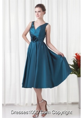 V-neck Teal Graduation Dresses with Ruching in Knee-length
