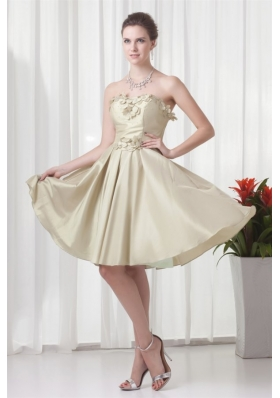 Lovely Prom Dresses in Knee-length with Hand Made Flowers