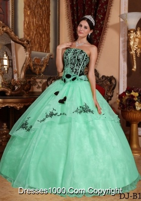 2014 Popular Apple Green Ball Gown Strapless Embroidery Quinceanera Dress with Hand Made Flowers