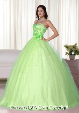 2014 Affordable Yellow Green Gown Sweetheart Beading Quinceanera Dress with Hand Made Flower