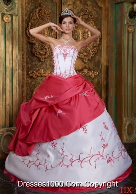 2014 Popular Red Ball Gown Strapless Embroidery Satin Quinceanera Dresses