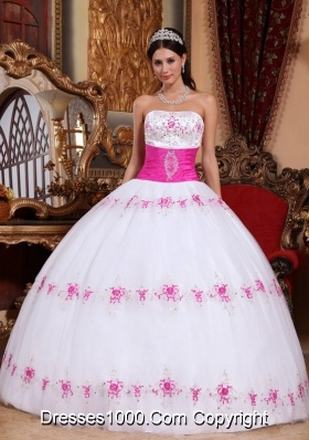 White and Pink Embroidery Puffy New Style Quinces Dresses