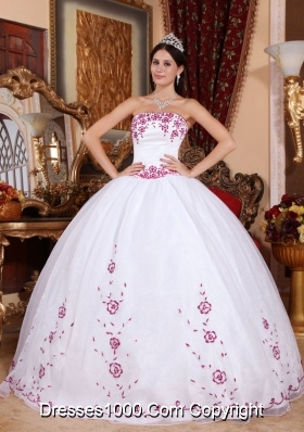 Strapless Organza Burgundy Embroidery Quinceanera Dress in White
