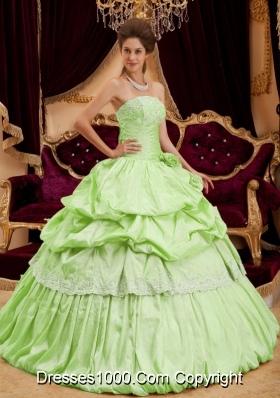 Beautiful Strapless Lemon Green Quinceanera Dresses with Appliques and Pick-ups