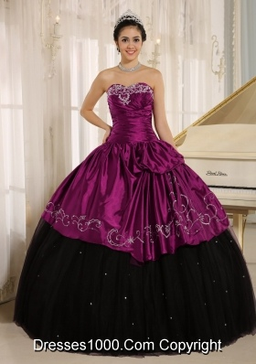 Custom Made Beaded and Embroidery Decorate Black and Purple Sweet 15 Dresses
