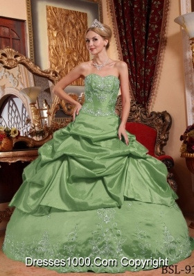 Puffy Sweetheart Taffeta Quinceanera Gowns with Beading and Embroidery