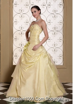 2014 Beaded Decorate Bust Sweetheart Champagne Quinceanera Gowns