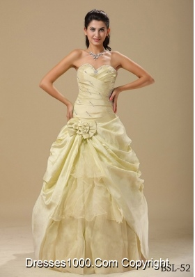 Sweetheart Champagne Quinceanera Gowns Hand Made Folwers and Ruched Bodice