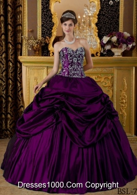2014 Ball Gown Sweetheart Embroidery Quinceanera Dresses with Hand Made Flower