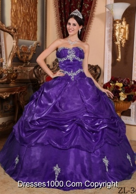 Purple Strapless Organza Quinceanera Gowns with Appliques and Pick-ups