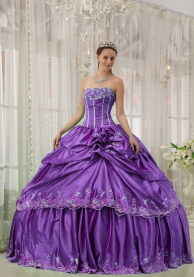 Strapless Taffeta Flowers and Applique for Purple Quinceanera Gown