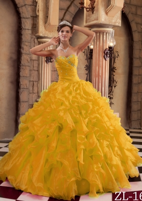 2014 Gold Puffy Sweetheart Ruffles Organza Quinceanera Dress with Beading