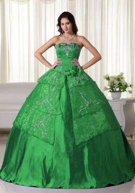 Green Ball Gown Strapless Organza Quinceanera Dress with  Embroidery