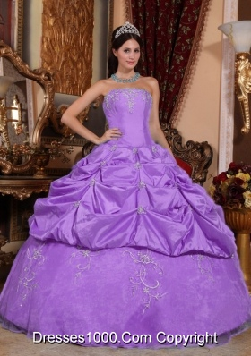 Lilac Ball Gown Strapless Organza Quinceanera Gown Dresses with Appliques and Embrodery
