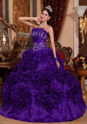 2014 Romantic Purple Puffy Strapless Appliques Quinceanera Dress with Ruffles