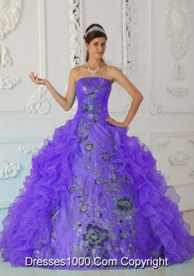 Exquisite Ball Gown Strapless Dresses Quinceanera with Embroidery