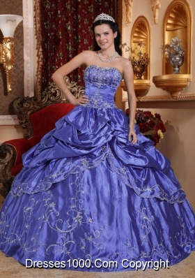 2014 Beautiful Purple Puffy Strapless Embroidery Quinceanera Dress with Beading