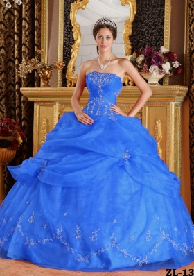 2014 Lovely Blue Puffy Strapless Quinceanera Dress with Beading and Appliques