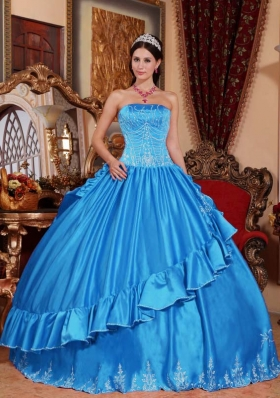 Fashionable Embroidery Quinceanera Dress in Aqua Blue Puffy Strapless for 2014