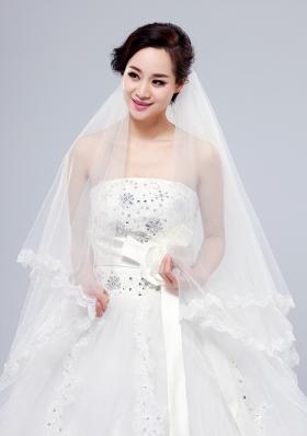 2014 Simple Four-Tier Bridal Veils with Lace Appliques Edge