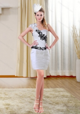 2015 Column Short Sweetheart White Short Prom Dresses with Black Appliques