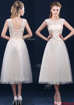 Fashionable Tea Length Scoop Bridesmaid Dress with Lace and Appliques