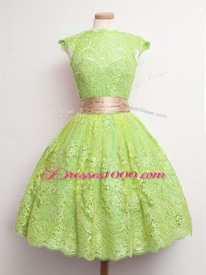 Fashionable Cap Sleeves Lace Knee Length Lace Up Dama Dress in Yellow Green with Belt