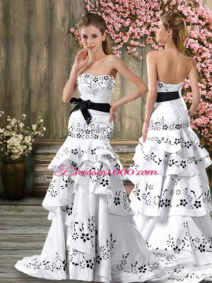 Luxurious White A-line Embroidery and Sashes ribbons Wedding Dress Backless Chiffon Sleeveless