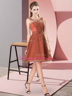 Latest Rust Red Chiffon Zipper Scoop Sleeveless Knee Length Bridesmaid Dress Appliques