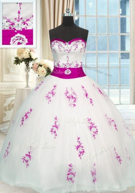 Fashionable Ball Gowns 15 Quinceanera Dress White Sweetheart Tulle Sleeveless Floor Length Lace Up