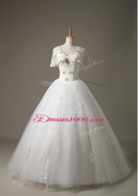 Hot Sale White V-neck Lace Up Beading and Appliques Bridal Gown Short Sleeves