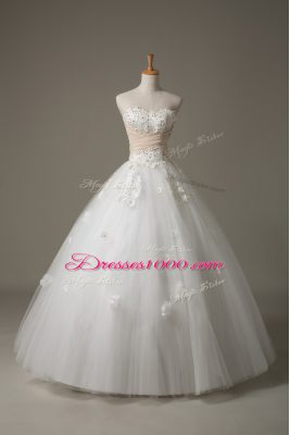 Comfortable White Sweetheart Lace Up Beading and Appliques Wedding Dresses Sleeveless