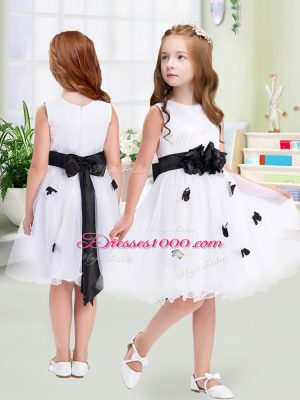 Sleeveless Tulle Knee Length Zipper Toddler Flower Girl Dress in White with Appliques and Hand Made Flower