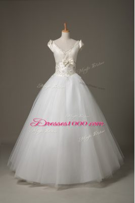 Enchanting V-neck Short Sleeves Wedding Dresses Floor Length Beading and Appliques and Bowknot White Tulle