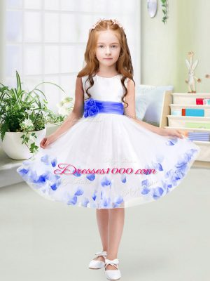 Flirting White A-line Tulle Scoop Sleeveless Appliques and Belt Knee Length Zipper Flower Girl Dresses