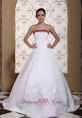 Colour wedding dresseswhite wedding dress with wine redpurple embroidery chapel 2013 wedding dress top selling junglespirit Images
