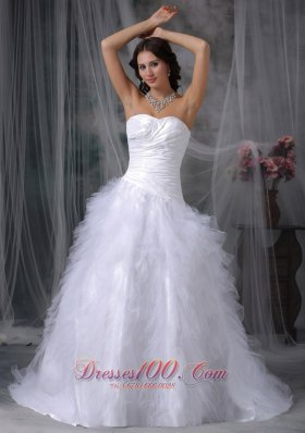 Sweetheart A-line Organza Ruffle Skrit Wedding Dress