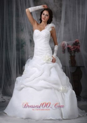 Pick-ups Floor Length One Shoulder Beading Wedding Gowns