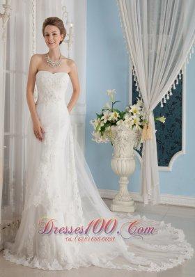 Popular Appliques Wedding Dress Strapless Chapel Belle