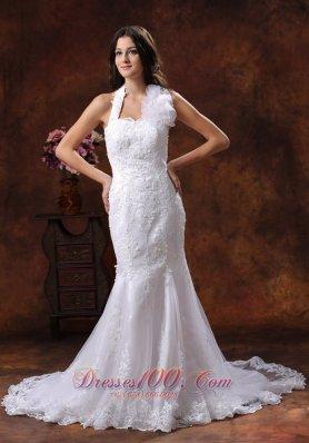 Memorable Halter Neckline Lace Wedding Dress